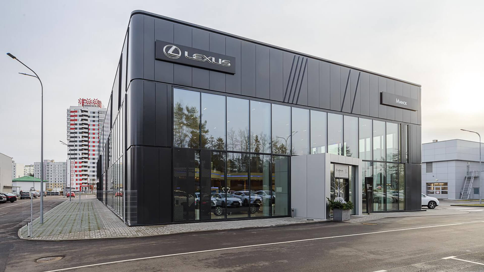 LEXUS <br> Car dealership
